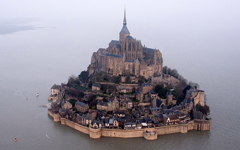 Supertide 2015: Britain and France affected by 'tide of the century', in pictures