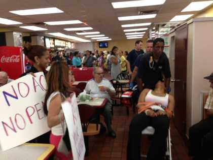 McDonald's Employees Works With No Air Conditioning Walks Out | #wtf