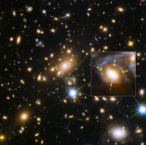 An explosive quartet - Hubble sees multiple images of a supernova for the very first time [heic1505]