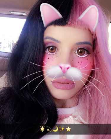 Melanie Martinez Snapchat is out in public!