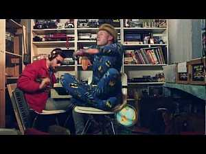 MACKLEMORE & RYAN LEWIS - THRIFT SHOP FEAT. WANZ ... i love this #music