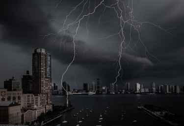 Photographer Captured Stunning Photo of Lightning Over Hudson River in NYC