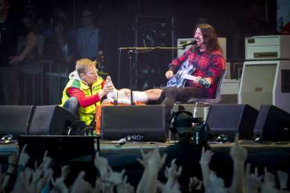 Dave Grohl Broke His Foot... Continues Playing While Getting a Cast