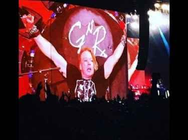 Guns N' Roses - Sweet Child O' Mine LIVE at #Coachella2016
