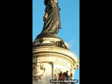 A guy climb a statue in Paris and seen falling to his death