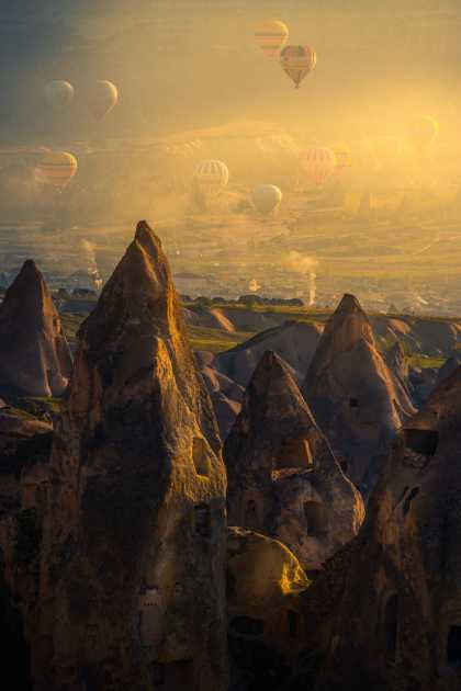 #Photography: Hot Air Balloons Rise Above Pigeon Valley In Turkey