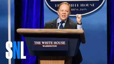 Melissa McCarthy's Epic Sean Spicer Impression on SNL