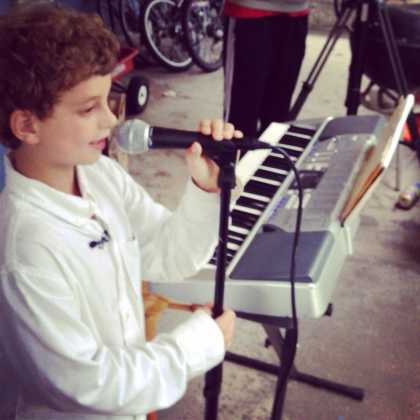 A kid's small frontyard #concert in his neighborhood turned into a big event! Thanks to Facebook!