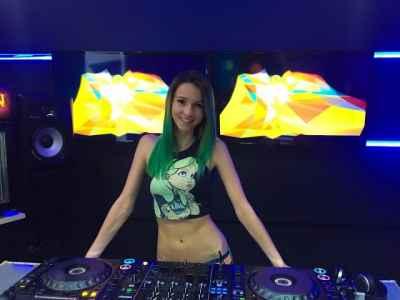Miss Monique - Special B'day Podcast (Live, Radio Intense 05.05.2017) #ProgressiveHouse #FemaleDJs #DJs