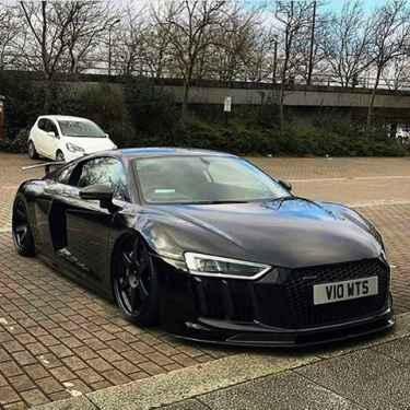 Killer Black Audi R8 😎