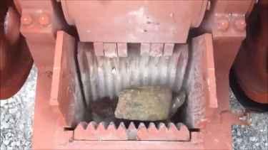 This machine called 'Jaw Crusher' actually crushes granite