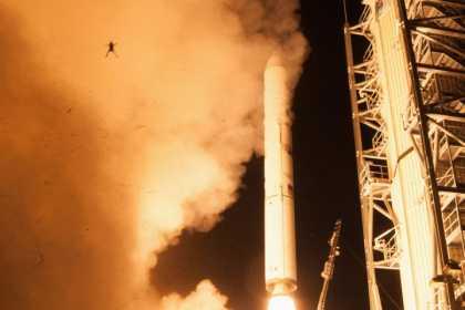 #Frog Photobomb NASA's Rocket Launch