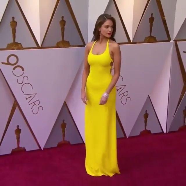 Eiza Gonzalez wearing a yellow dress by Ralph Lauren at the #Oscars2018 #OscarsFashion
