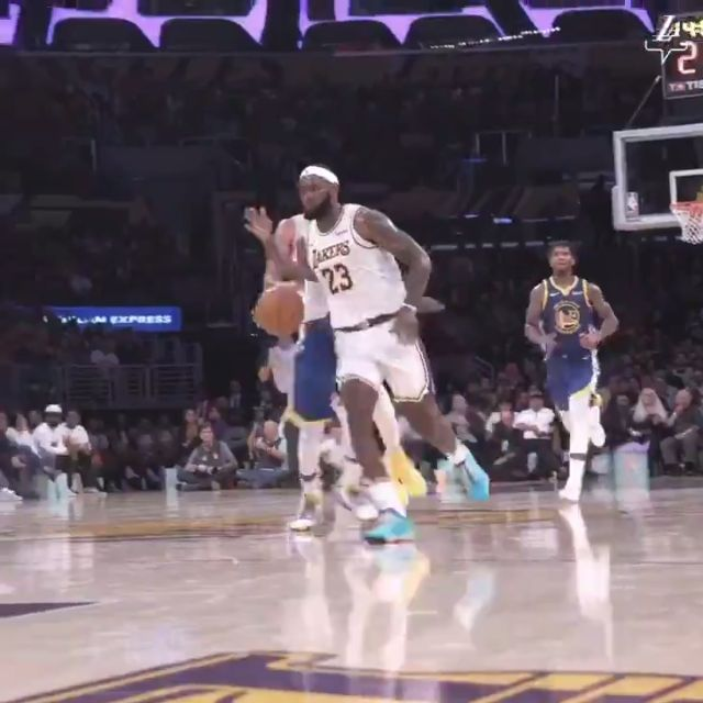 #LebronJames' Ridiculous Assist #LakeShow